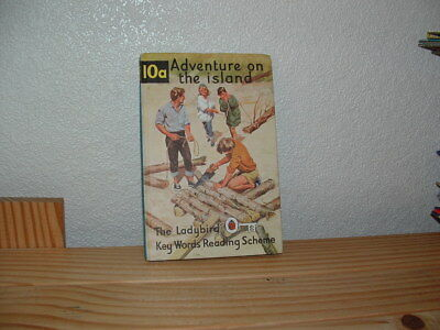 LADYBIRD BOOK  ADVENTURES ON THE ISLAND  KEY WORDS READING SCHEME 10a