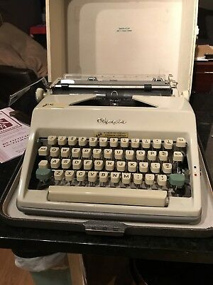 Vtg Two tone  OLYMPIA  DELUXE  SM9 TYPEWRITER + CASE West Germany