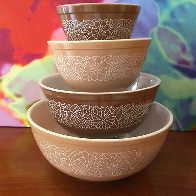 "Vintage ""Pyrex"" Mixing Bowl Set / Woodland / Ca. 1967 / Beautiful Condition !!!"