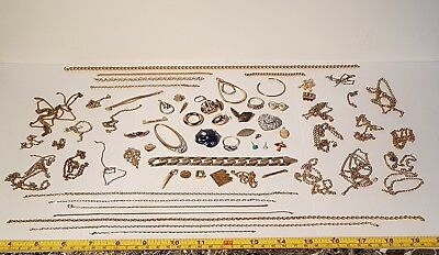 Job lot 197.60g untested scrap gold tone metal detecting items. Some stamped 9ct