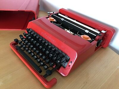 Excellent Olivetti Valentine Typewriter, QWERTY keyboard plus Å, Ä, Ö characters