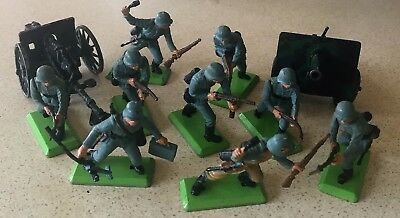 Britains Ltd 1971 Set Of Nine Soldiers Plus Two Cannons