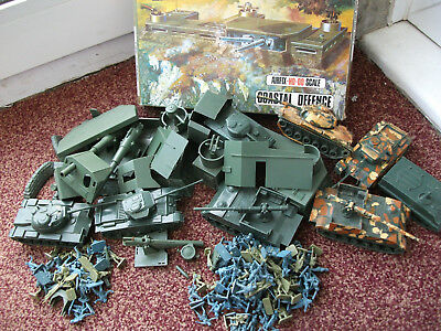 Job Lot 130 Airfix Toy Soldiers With Military Base Spares And 8 Poly Tanks 1.72
