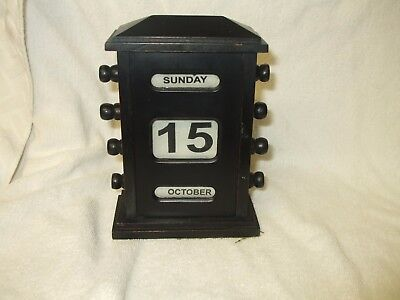 Vintage/antique Wooden Desk Top Perpetual Calendar