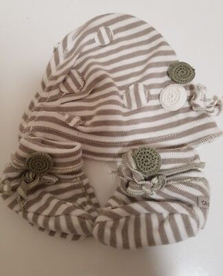 Taille O babies beanie and booties set