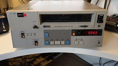 2x SONY UMATIC VP 7040 AND 10x UMATIC SP CASSETTES & POWER SUPPLY