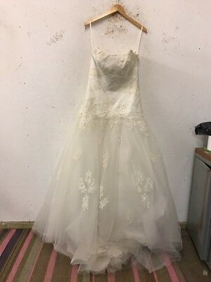 Size 14 Ivory Sleeveless Beaded/Embroiled Ballgown Wedding Dress By Romantica