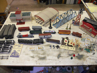 Vintage 1950's Gilbert American Flyer Train Set And Buildings