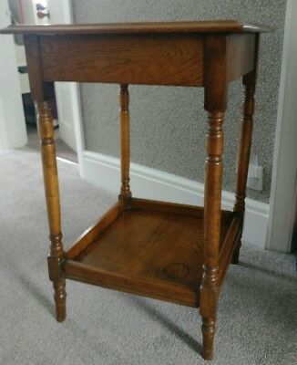 ANTIQUE OAK OCCASIONAL / SIDE TABLE with shelf