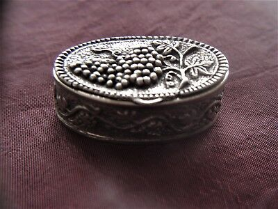 OLD HALLMARKED EMBOSSED SOLID SILVER PILL BOX  19,1 gms. PICS INSIDE