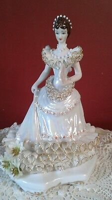 "Beautiful 11"" Lucru Manual Apulum Porcelain Figurine"