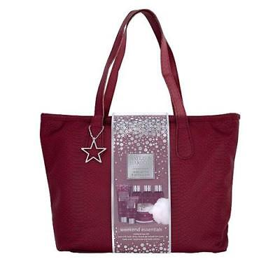 Baylis and Harding Midnight Fig and Pomegranate Weekend Bag Gift Set