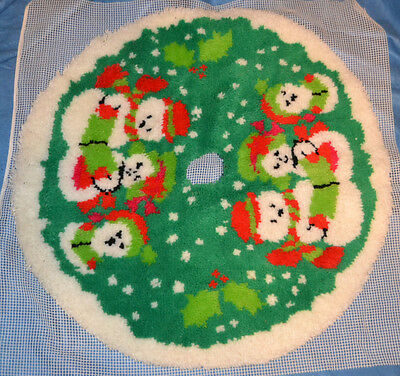 Vintage Snowman Family Latch Hook Tree Skirt Completed Christmas #9402
