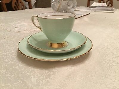 Vintage TUSCAN China BEAUTIFUL MINT/GILDING Cup Saucer Plate TRIO Tea Set