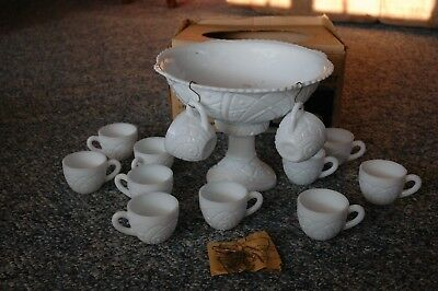 Thatcher - Concord - Early American BUTTON & DAISIES 14 pc Milk Glass Punch Set