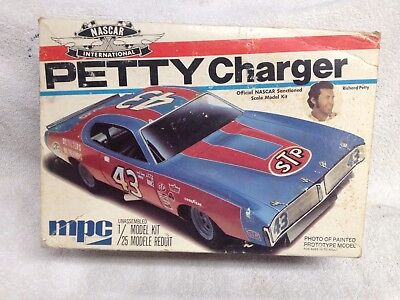 MPC  #43 Richard Petty 71 STP Dodge Charger Nascar Model Kit Complete