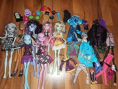 Monster High Dolls Lot  Extra Clothes Food 2 Lab dolls