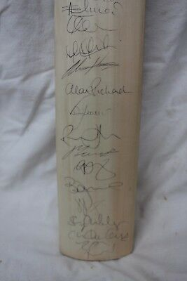 Duncan Fearnley Cricket Bat Signed by 2011 Worcestershire CC Players Unused