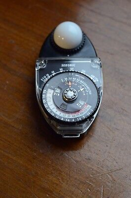 Sekonic studio deluxe light meter in full working order and good condition.