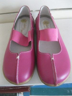 Coolers - Pair Of Ladies Pink Leather Flat Comfortable Shoes - Size 5 / Eu 38