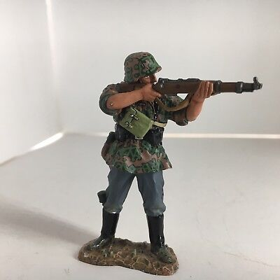 King and Country - Waffen SS Standing Rifleman