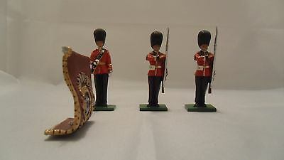 Britains Soldiers - Painted Colour Parade Guards With Flag - Please See Below
