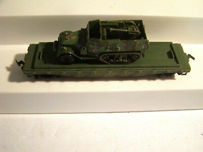 HO Scale TYCO WESTERN MARYLAND FLAT CAR #2530 TRACKED  MILITARY LOAD 2 PC LOT
