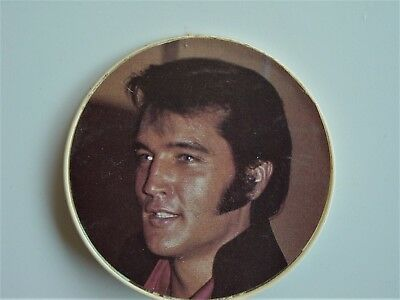 Elvis Presley -  Pin / Button - Made in England by Anabas in 1973 - Plastic