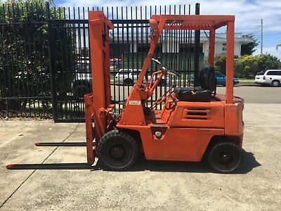 Komatsu forklift 1 tonne, petrol, used,works, lifts and drives well.
