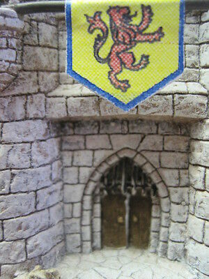 Enchanted Kingdom King Richard's Castle displayed not injured 1995 with box