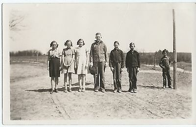 Vintage Photo Snapshot 1940s ROW OF COUNTRY KIDS First Day Of School? Happy Days