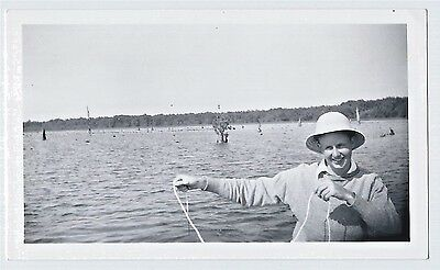 Vintage Photo Snapshot ca.1940s/50s MAN With PITH HELMET Stringer NO FISH To See
