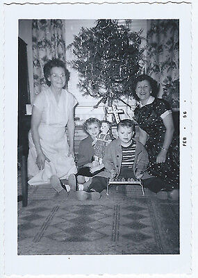 Vintage Photo Snapshot 1950s TINSELY XMAS TREE Ladies Cute Kids Dolly Xylophone