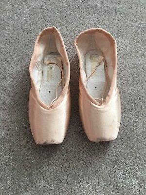 Grishko Pointe Shoes Worn for 1 lesson size 2 X M