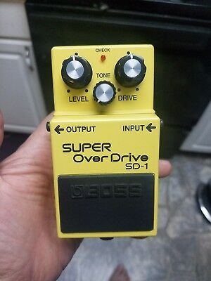 BOSS ® SUPER OVERDRIVE ® SD-1 ® Overdrive  EFFECTS PEDAL