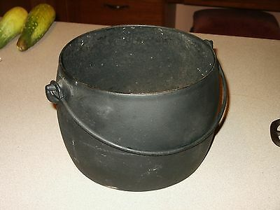 Antique 1800s Philadelphia 6 QT. Cast Iron Kettle Pot Early Gate Marks 6 or 9 ??