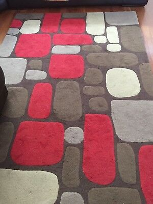 Pure wool contemporary rug (RRP $899)