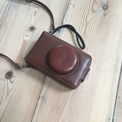 Leica D-Lux 4 10. MP Digital Camera with Leather Case