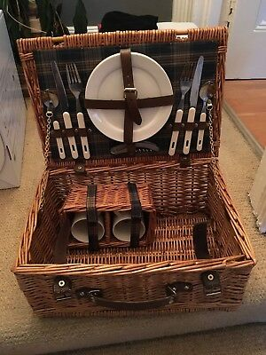 Traditional Wicker Picnic Basket Hamper (Set for 2) Plates, Mugs, Cutlery