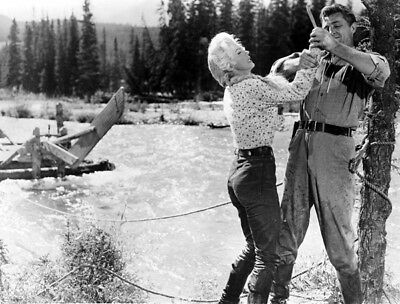 River of No Return UNSIGNED photo - K5277 - Robert Mitchum and Marilyn Monroe