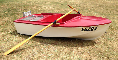 Fibreglass Fun Boat With 1 Set Of Oars & A Bracket