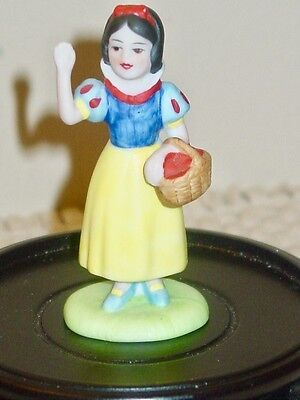 1987 Vintage Disney Collection Snow White Porcelain Figurine Hand Painted