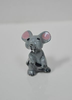 Hagen Renaker Miniature Gray Mama Mouse Holding Her Tail