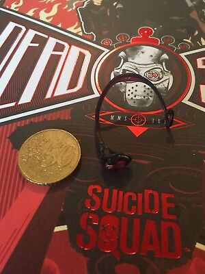 Hot Toys Suicide Squad Deadshot Gloved Hands x 7 & Pegs loose 1 ...