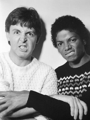Michael Jackson UNSIGNED photo - K6294 - With Paul McCartney