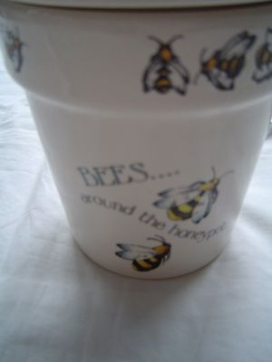 Bees around the Honey Pot Ceramic Lid container with Wooden Drizzler - the world