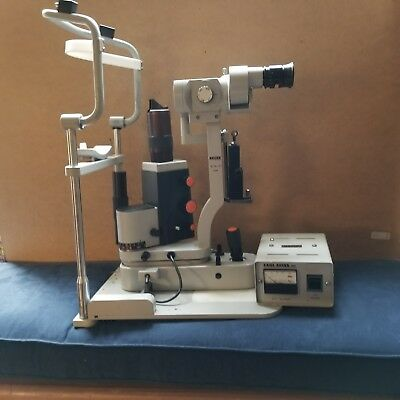 Zeiss Slit Lamp SL30-M (Tonometer Haag Streit included)and 5 extra bulbs