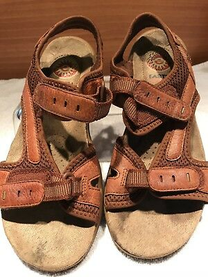 73e541363b9b28 Earth Shoe Brown Leather Woman s Sandals Ladies Size 6.
