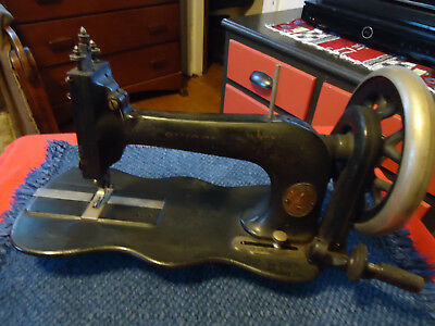 Early Fiddle  SINGER TREADLE SEWING MACHINE Head