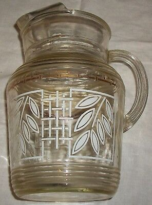 VINTAGE NOSTALGIC 50s-60s GLASS RIBBED PITCHER WHITE & GOLD MOTIF CLASSIC STYLE